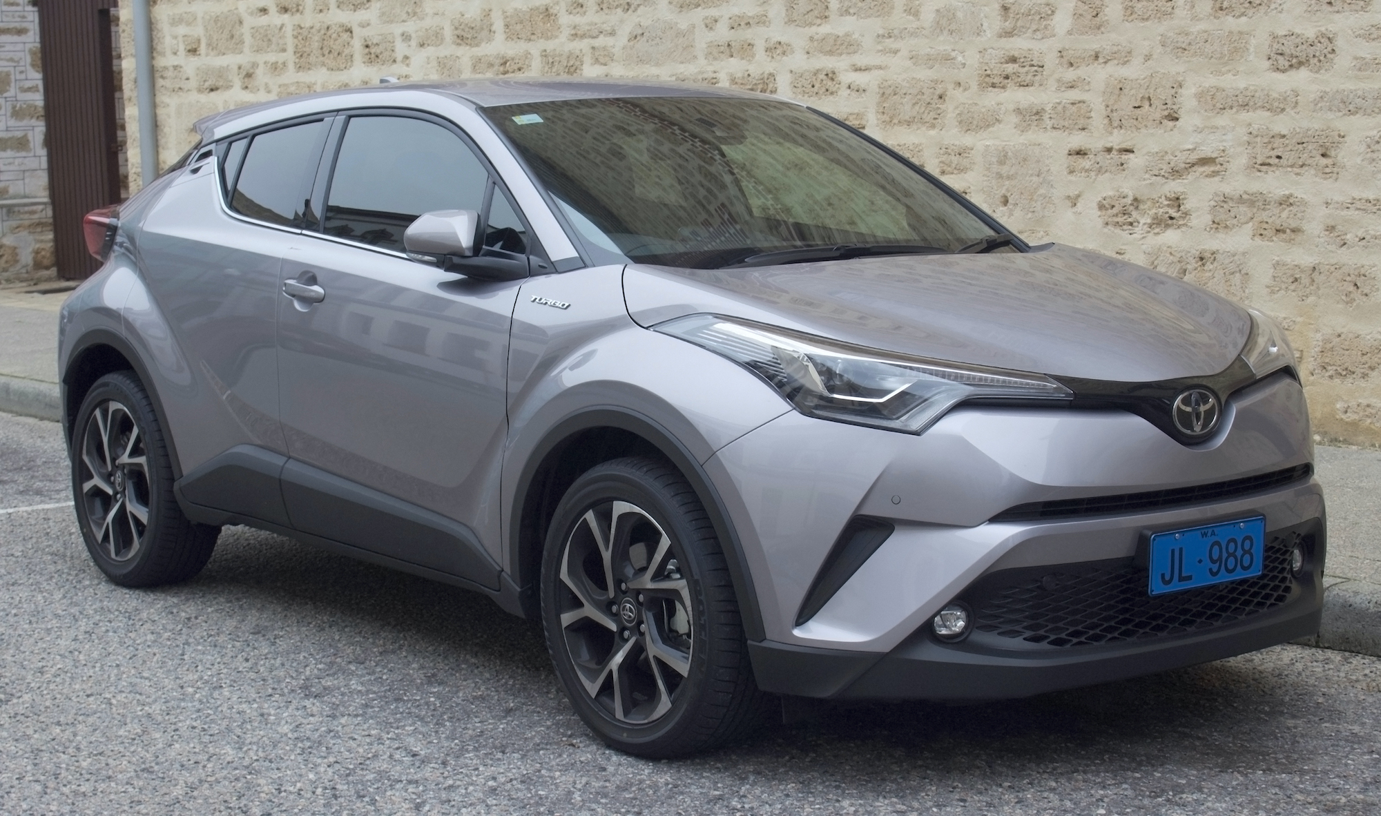 Acquista Toyota C-HR 2016